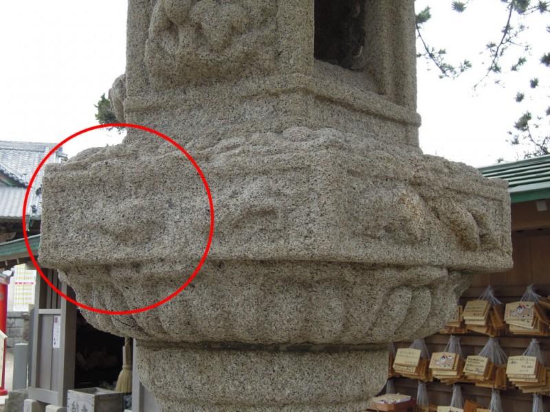 葉山 森戸神社 石燈籠の干支兎(右)