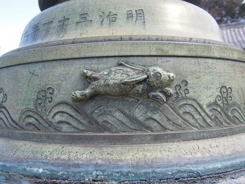 菟頭神社 鉄燈籠 波兎