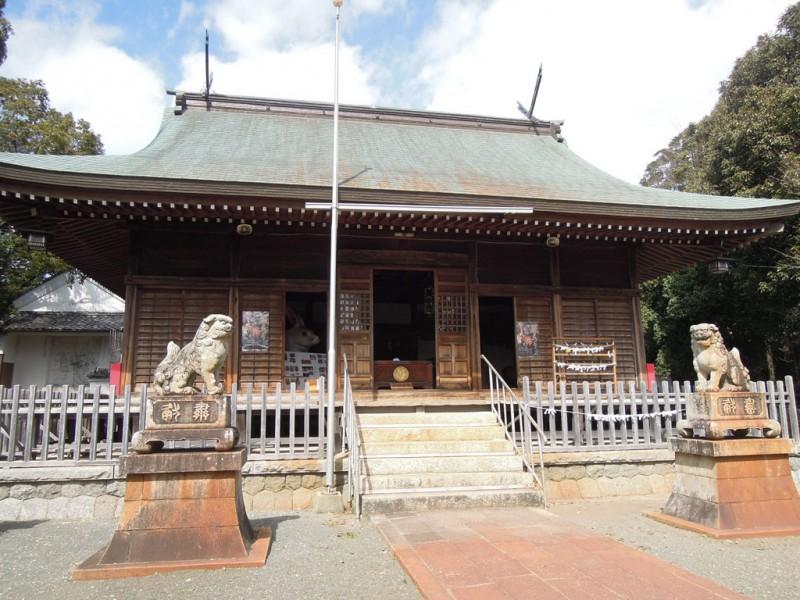 菟足神社 社殿