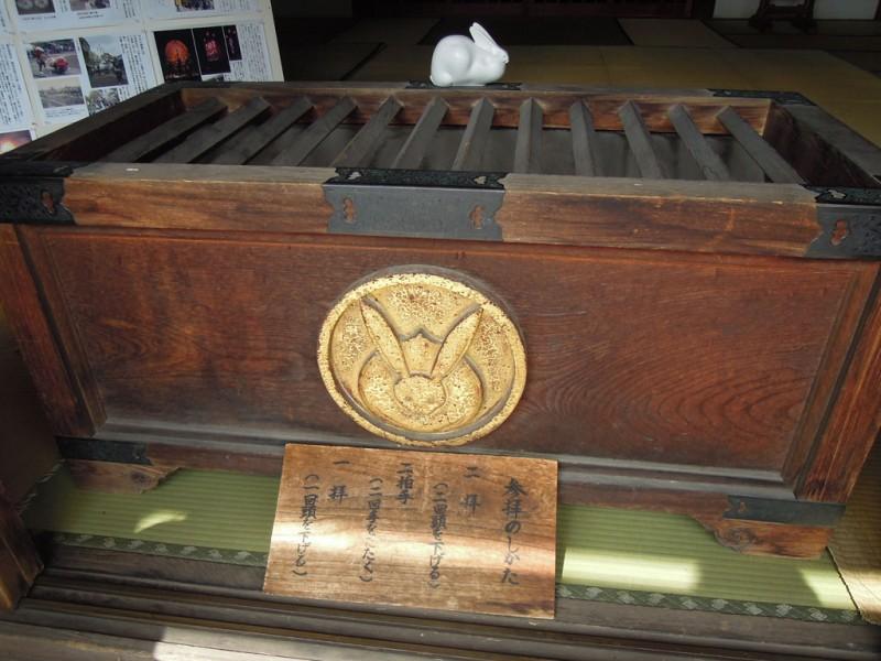 菟足神社 社殿 賽銭箱