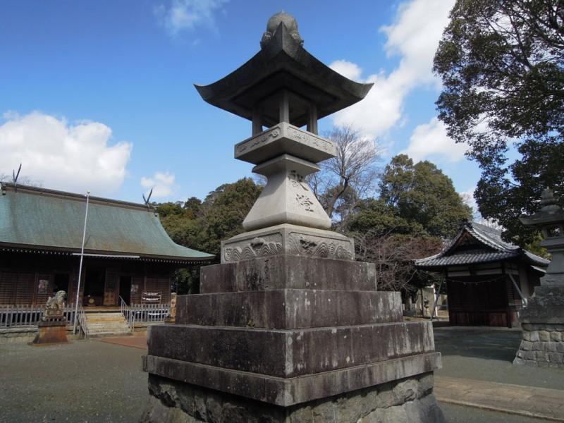 菟足神社 石灯籠 兎