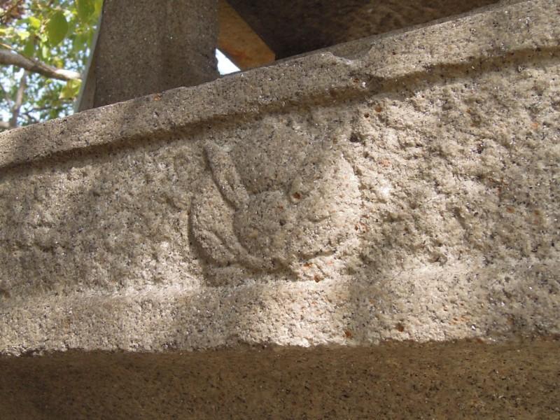 菟足神社 石灯籠 火袋の下の兎