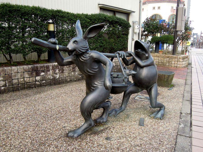 高岡 銅像 鳥獣戯画