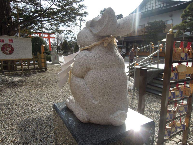 湯倉神社 なでうさぎ 後ろから