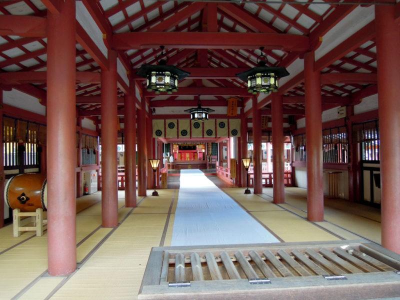 津島神社 拝殿から渡殿