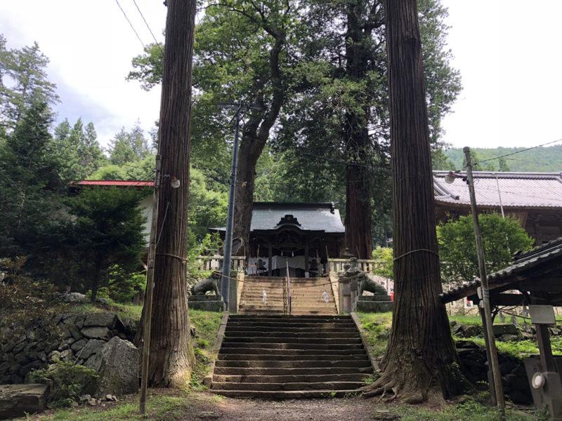 新海三社神社 参道