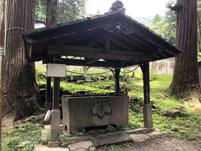 新海三社神社 手水舎