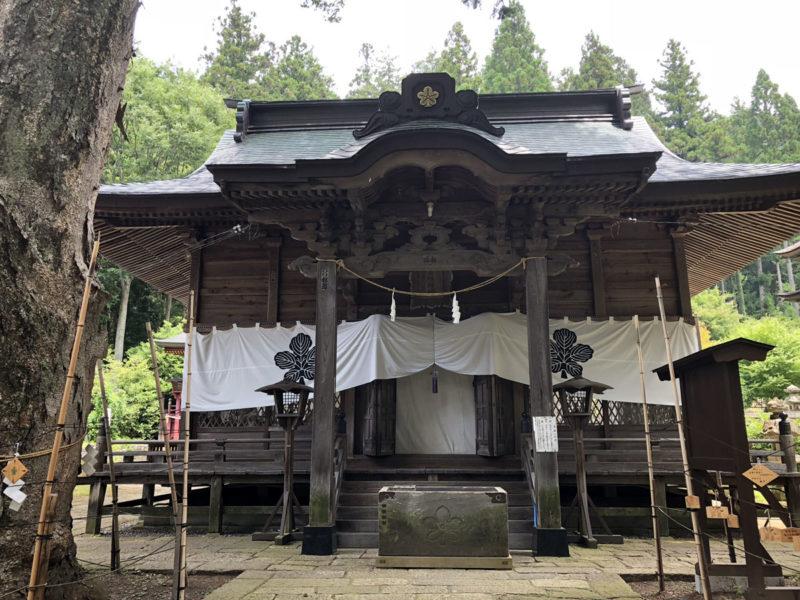 新海三社神社 拝殿