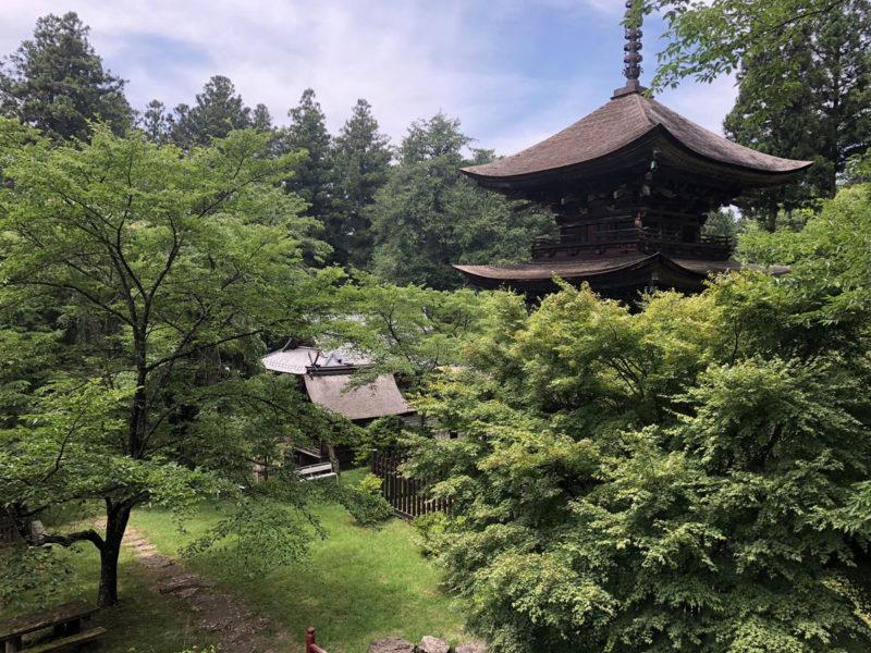 新海三社神社 境内を望む