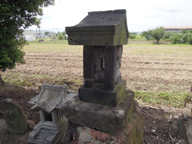和泉神社(京目町) 石祠