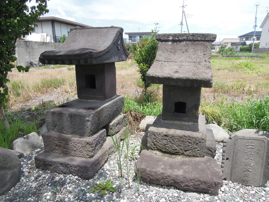 島名神社(島野町)石祠