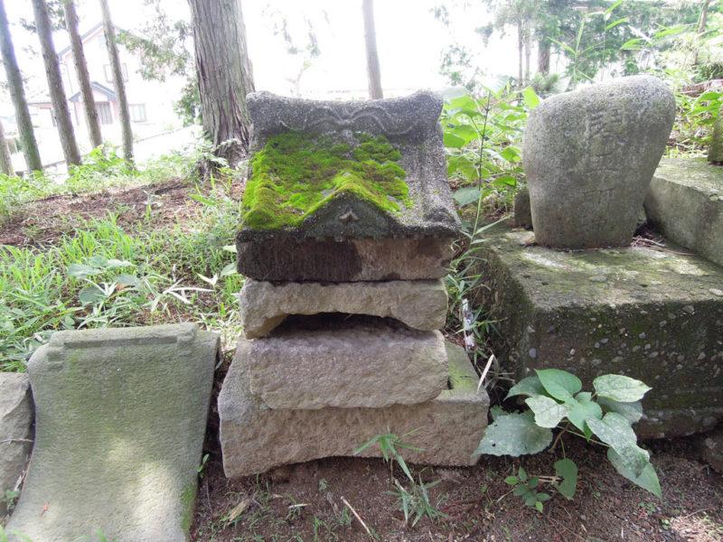 五霊神社(貝沢町) 石祠