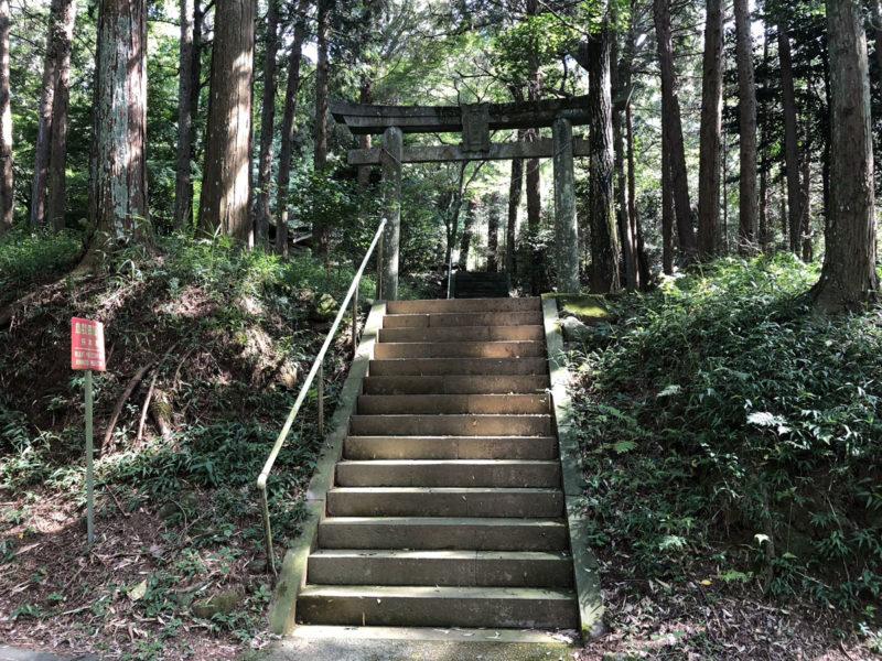 兎谷金山彦神社 入り口
