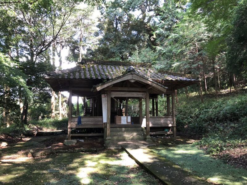 兎谷金山彦神社 境内