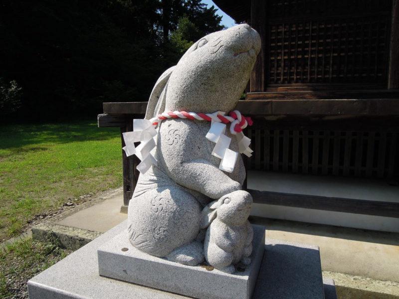 淡海國玉神社 狛兎 左