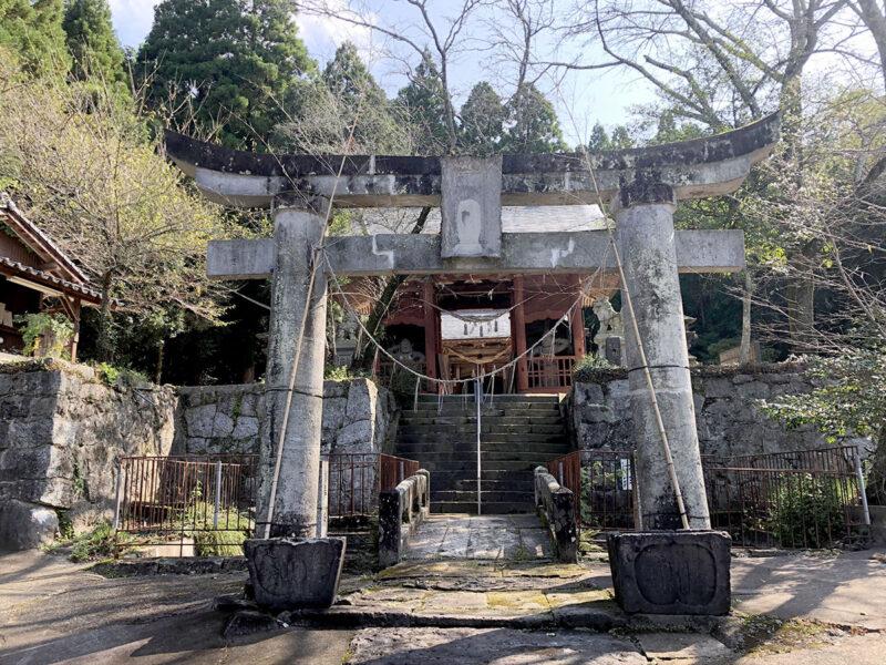 玉名山部田熊野座神社 鳥居