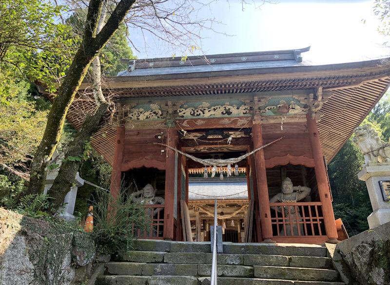玉名山部田熊野座神社 山門