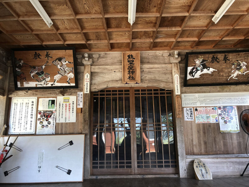 玉名山部田熊野座神社 拝殿中